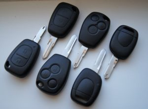 ключ для автомобиля Рено